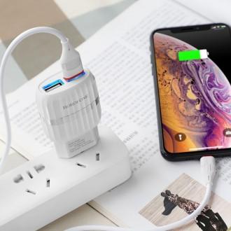Baltas buitinis įkroviklis Borofone BA25A su dviem USB jungtimis + Lightning (2.1A)