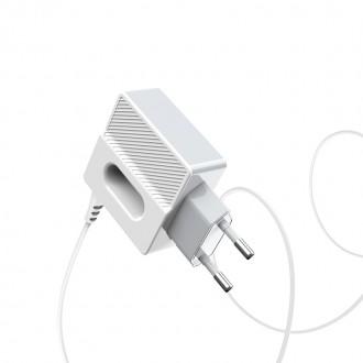 Baltas buitinis įkroviklis Hoco C75 su 2 USB jungtimis + microUSB (2.4A)